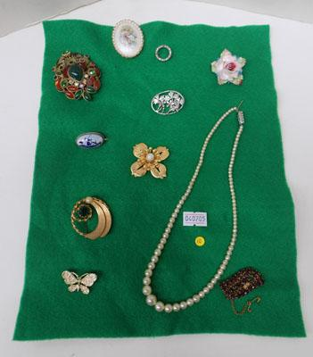 Selection of vintage brooches including silver/delft/pearls