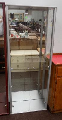 Double mirrored back display cabinet