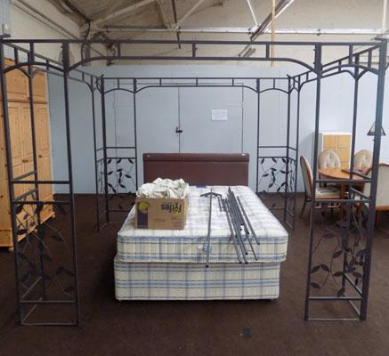 Gazebo - 8' x 8' including cover - good as new but unchecked by auction