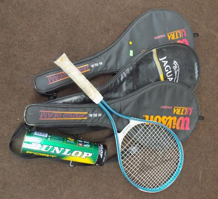 4 tennis racquets (3 with case) + tube tennis balls