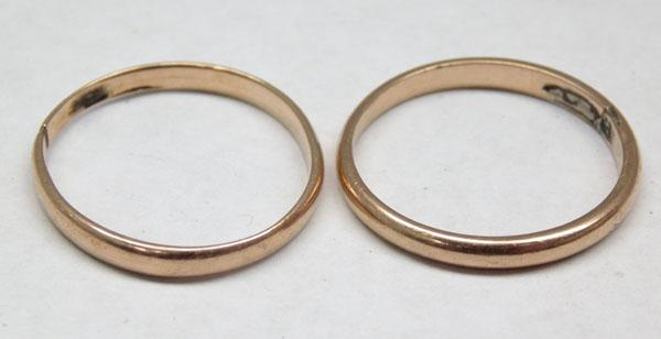 2x yellow metal rings tested 18ct gold