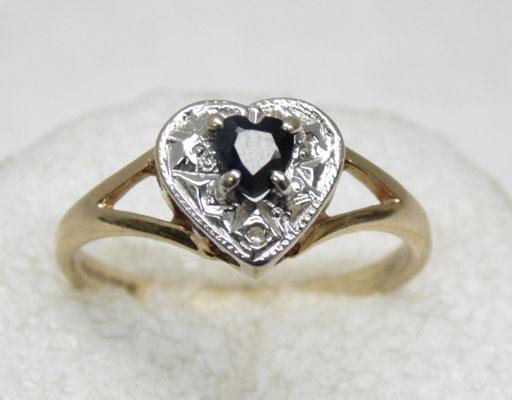 9ct gold heart shape sapphire single diamond ring
