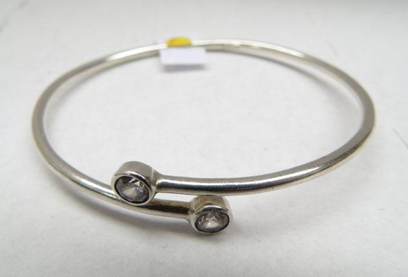 Silver 2 zirconia set bangle