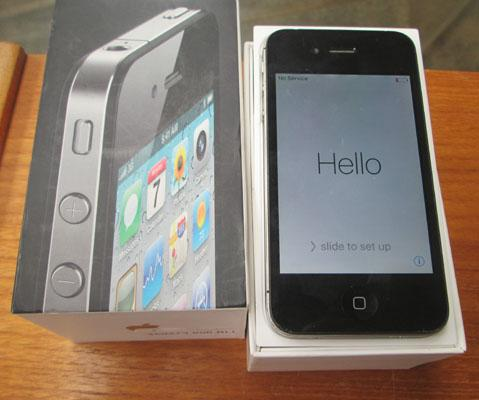 IPhone 4 in box + charger - unchecked/bought as seen