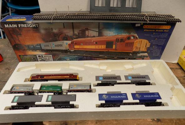 Hornby electric main freight set