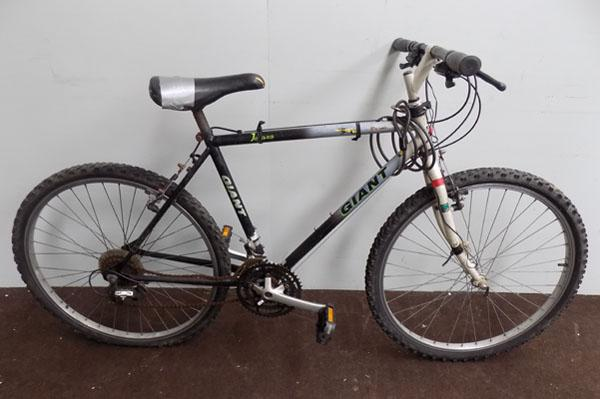 "Giant Iguana black/white 26"" rigid bike"
