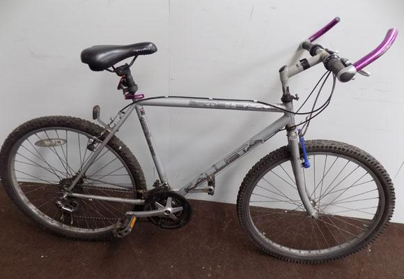 "British Eagle Kallista silver 26"" rigid 18 gears bike"