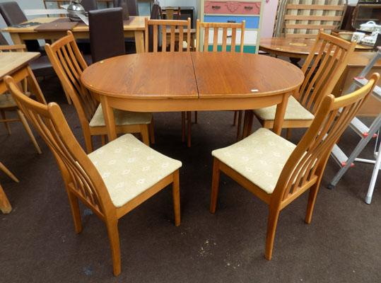 Extending table + 6 chairs