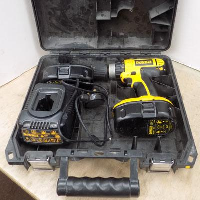 Dewalt cordless drill and 2 batteries in working order