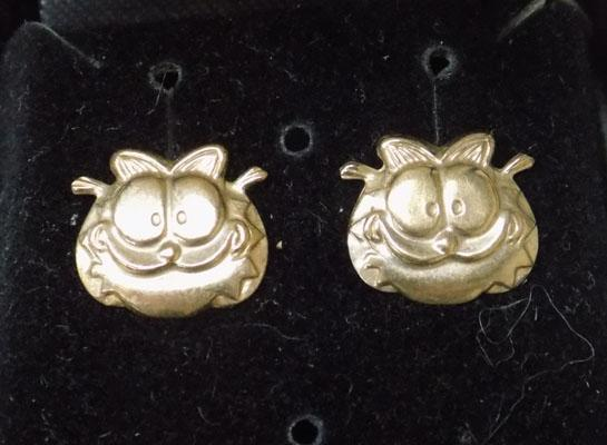 Pair of 9ct gold Garfield earrings