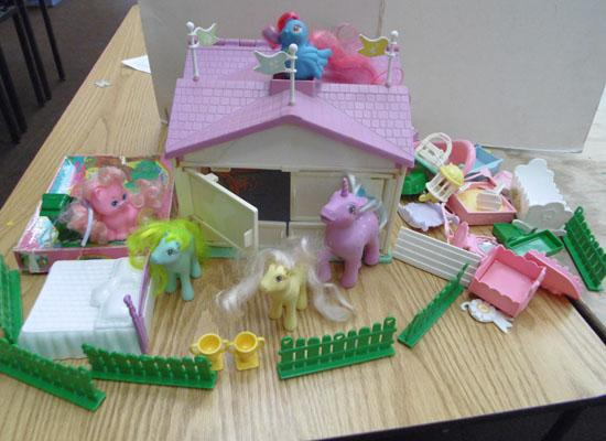 Retro/vintage My Little Pony stable/accessories