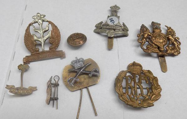 Collection of Military buttons & badges