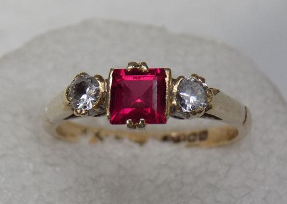 9ct gold ruby 2 zirconia set ring