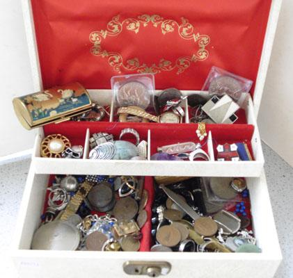 Jewellery box containing gold/silver/costume jewellery