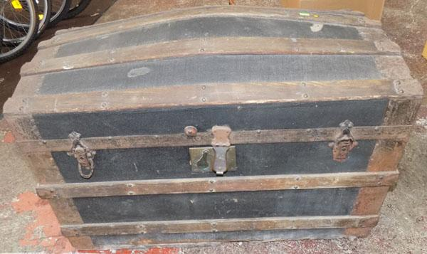 Dome top travel trunk