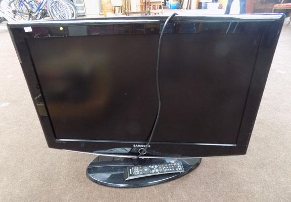 "32"" Samsung TV + remote (in office)`"