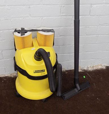 Karcher wet/dry vac and 2 spare filters in good working order
