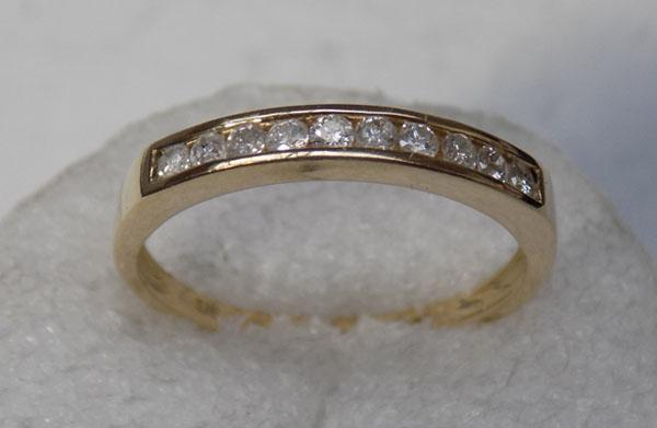 9ct gold 10 diamond ring, weight of diamonds 33 points of a carrot