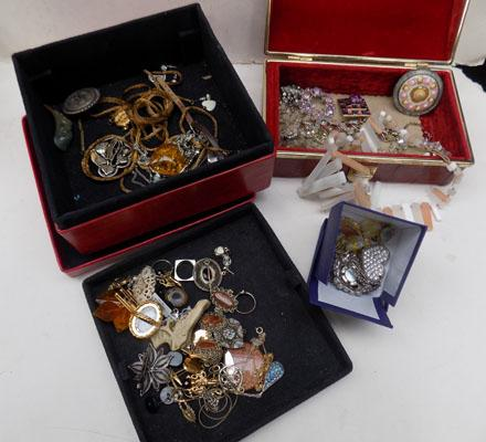 2 boxes of costume jewellery