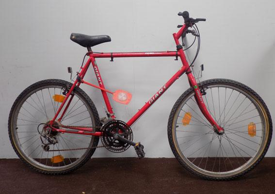"Giant Chicago red 26"" rigid 18 gears bike"