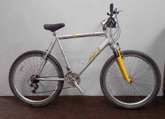 "Raleigh Max silver/yellow 26"" hardtail 18 gears bike"