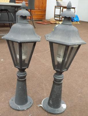 Pair of lamps for gate pillars or walls in working order