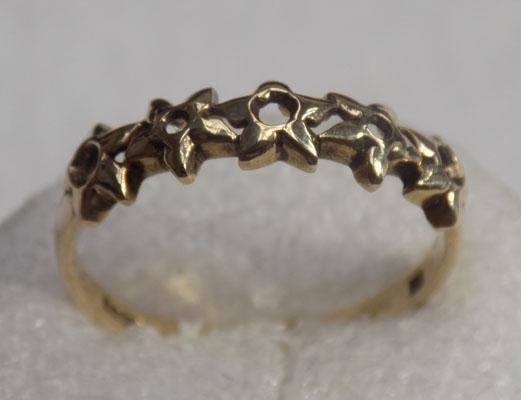 9ct gold flower patterned ring