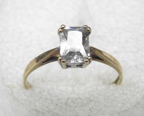 9ct gold white topaz ring