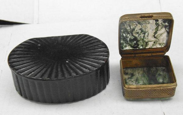 Victorian snuff box and Scottish moss agate pill box