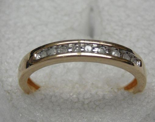 9ct gold 9 diamond set ring - diamonds 16 points of a carat