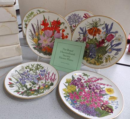 Wedgwood 12 boxed full set flowers of the month plates + stands & certs