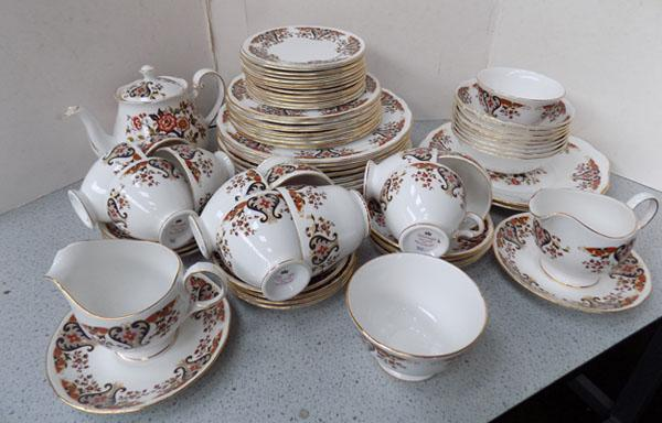 Colclough dinner & tea set (72 pieces)