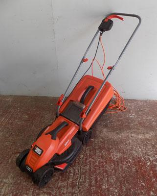 Black + Decker 1200w lawn mower in good working order with catcher