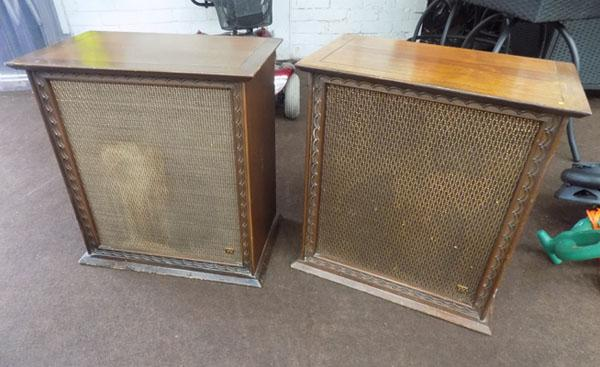 Pair rank Wharfdale speakers