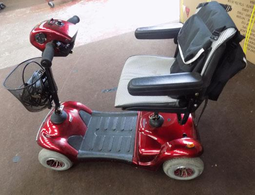 Shoprider Deluxe Scooter including charger + 2 keys - NEEDS ATTENTION