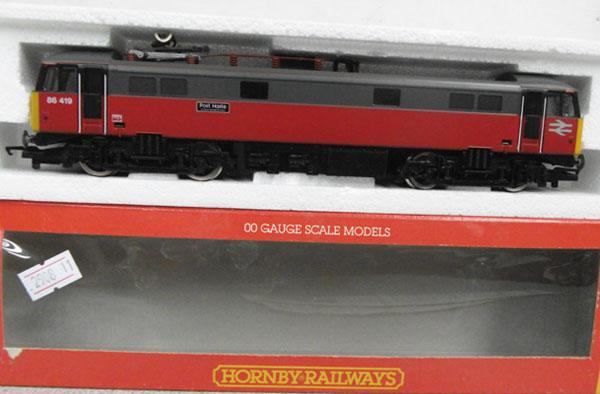 Hornby OO R589 BR Bo-bo Electric class 86 post haste train