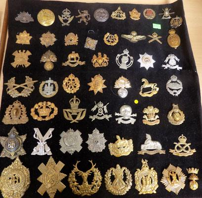 Collection of military cap badges WWI/WWII