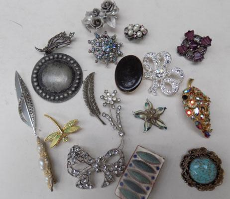 Collection of brooches including silver