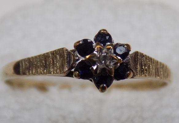 9ct gold & diamond sapphire cluster ring