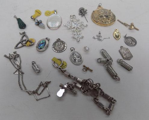Collection of jewellery inc silver