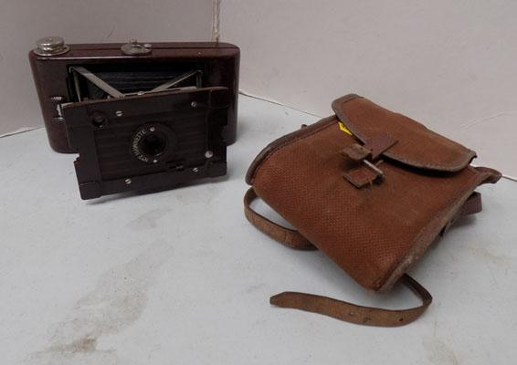 Bakelite hawkette camera with case