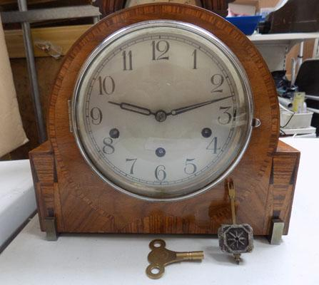 Mantel clock with weight + key in office