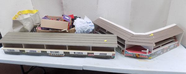 Large quantity of 1960's Scalextric items/buildings