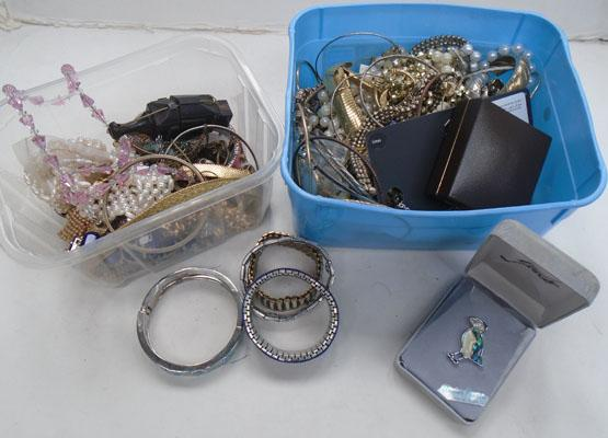 2 x tubs of costume jewellery