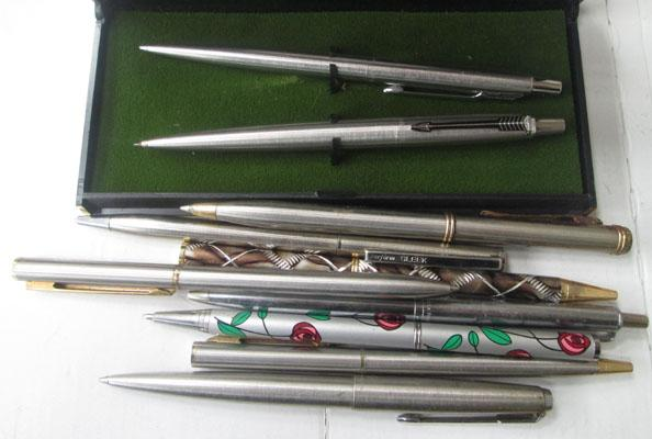 Assortment of pens including Parkers