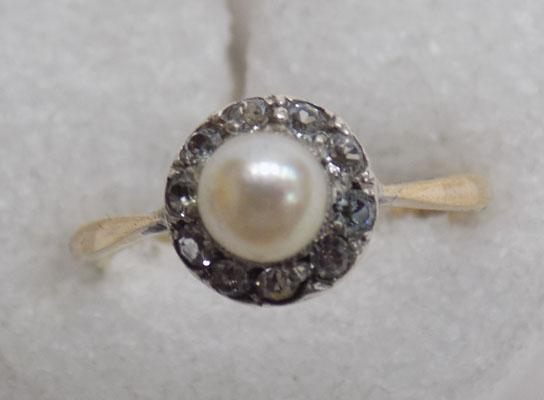 9ct gold & pearl cluster ring