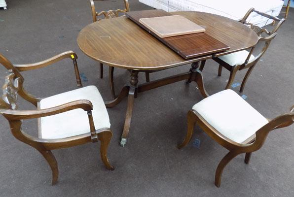 4 dining chairs + table