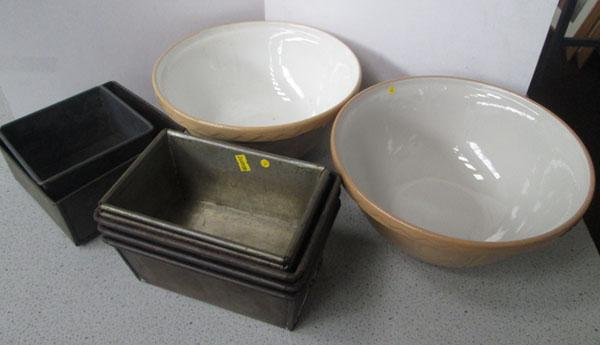 2 Mason mixing bowls + selection of vintage baking tins