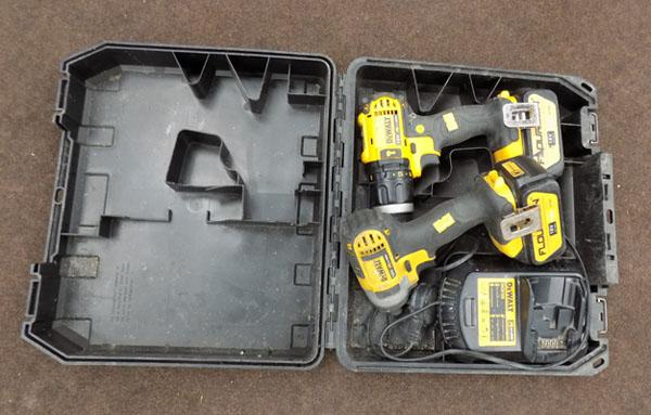 DeWalt combi 18volt drill & impact driver with batts & charger