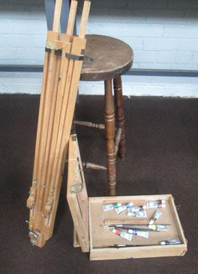 Stool + easel with accessories
